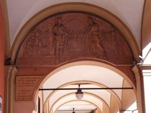 Bassorilievo nel portico - 2008