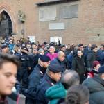 Don Matteo abbraccio di folla 6